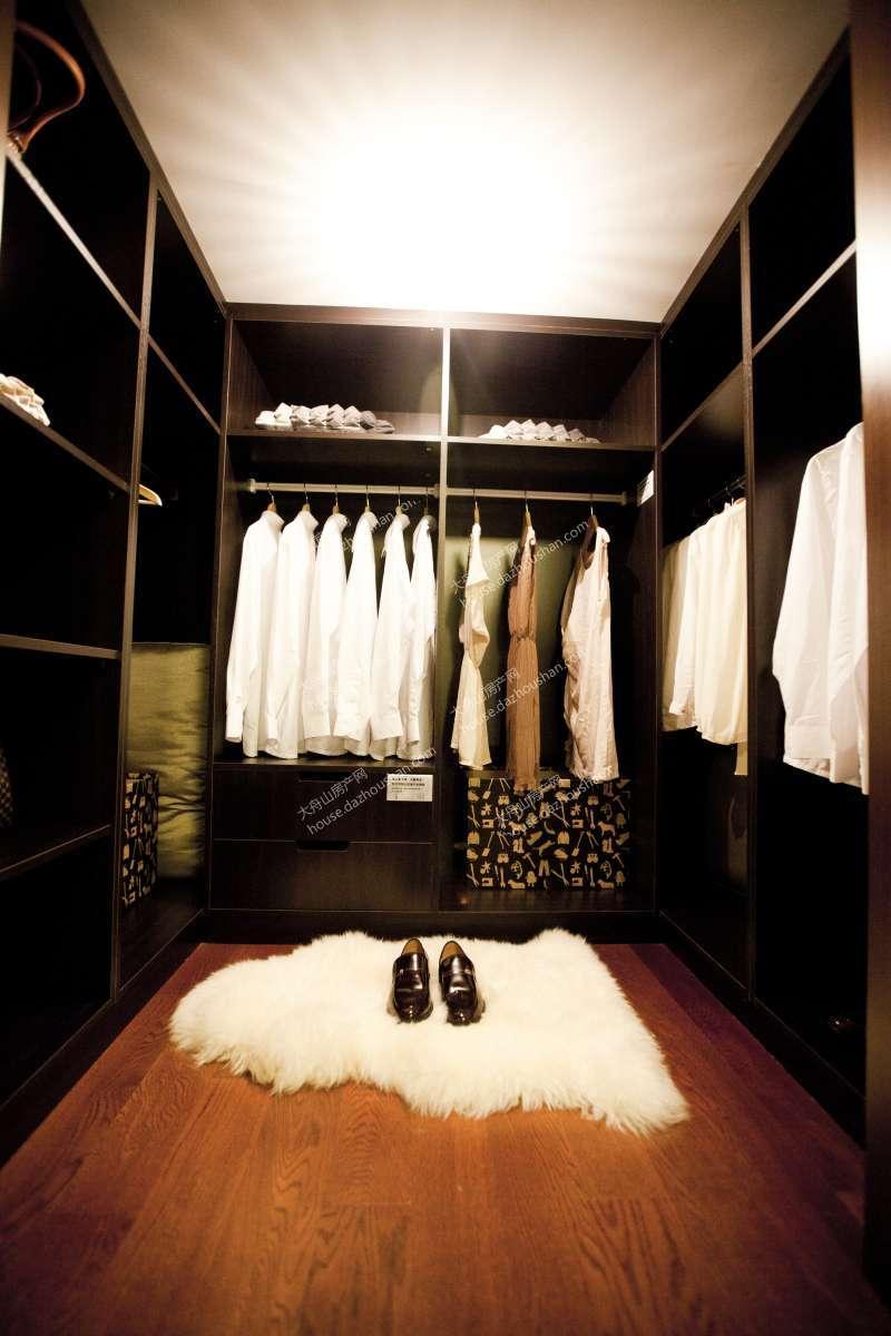 背景墙 房间 家居 设计 卧室 卧室装修 现代 装修 800_1200 竖版 竖屏